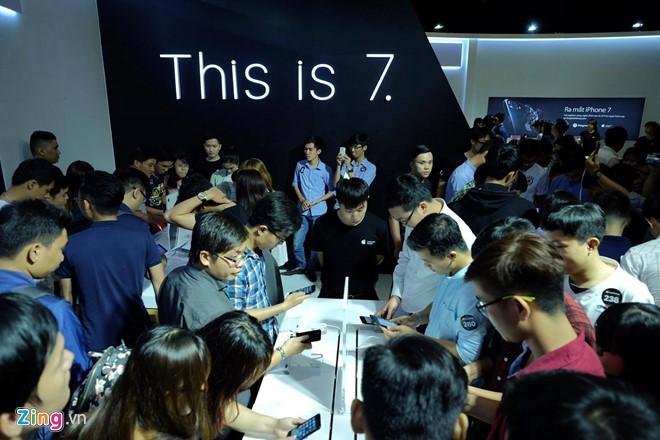 iPhone 7 tro thanh cuu tinh cuoi nam cua cac nha ban le hinh anh 3